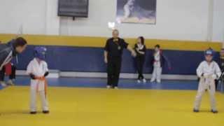 каратэ киокушинкай .дети 5 лет.мой первый бой за 1 место .(мой первый бой за 1 место .я его проиграл.Так как только начал заниматься каратэ. Как я зарабатываю деньги..., 2013-10-28T23:29:57.000Z)