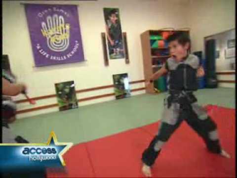 Taylor Lautner- crazy martial art moves!