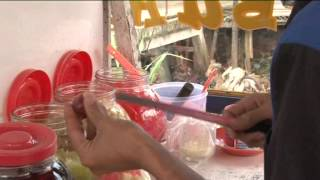 Tukang Es Buah Raup Untung di Bulan Ramadan