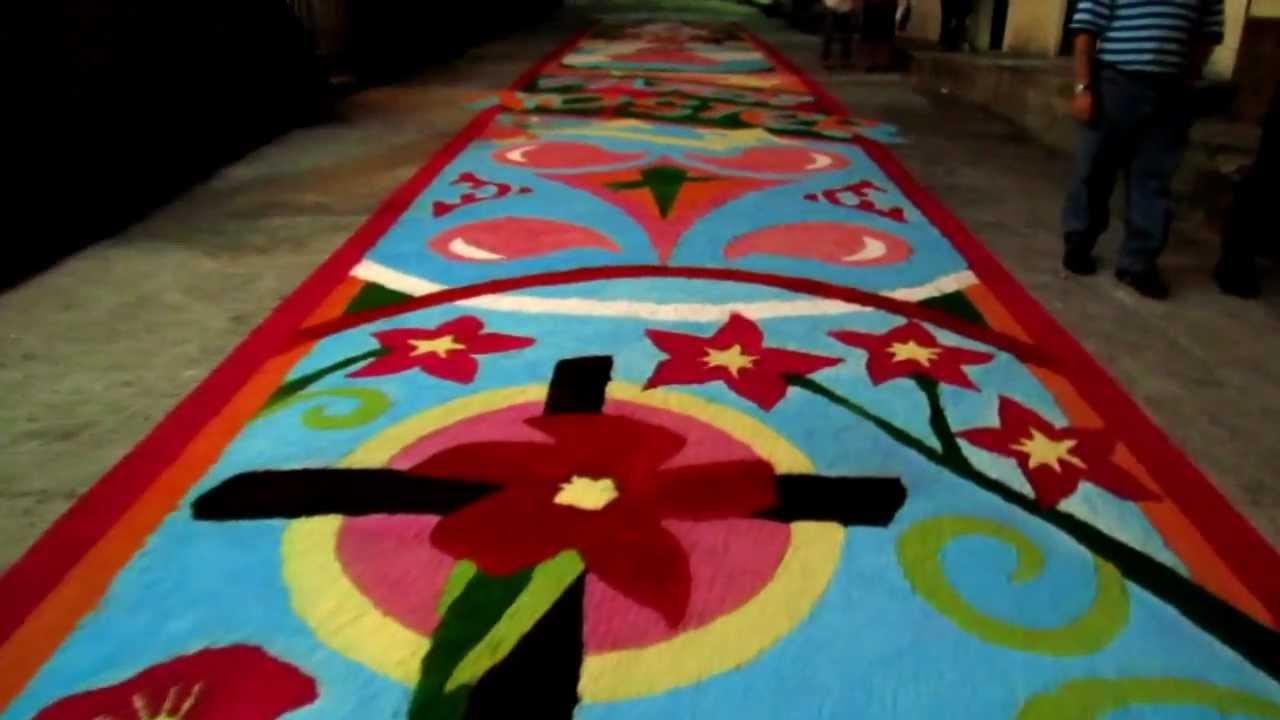 Alfombra semana santa 2012 el salvador youtube for El paraiso de las alfombras
