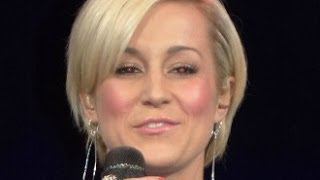 Kellie Pickler - Makes Fun of Fan's Laugh - Medford, MA 10/25/13