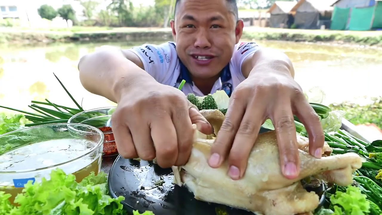 ไก่ต้มสมุนไพร เป็นตัวๆ !!! เหนียวๆพอปานกินหนังยาง แกล้มมะละหอมๆ   พี่จ่า