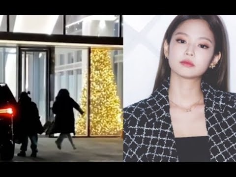 YG's female trainees rushed to the company's headquarters. YG's new girl group is about to debut?