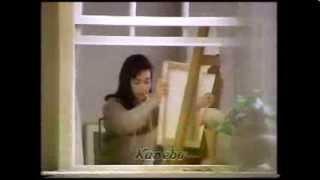 鈴木保奈美が歌を口ずさんでいます。