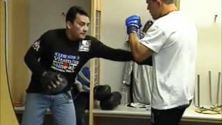 Baixar Rodrigo Minotauro fazendo manopla com Mestre Luis Alves [PRIDE 19]