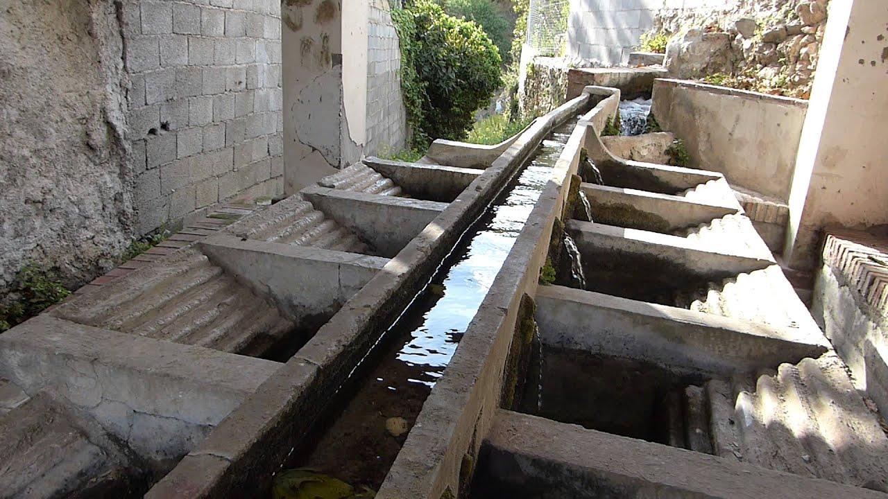 El chorreon antiguos lavaderos de beznar youtube for Imagen de lavaderos para casas