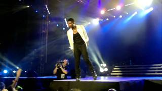 Usher performing Confessions Part II, My Boo, I Need a Girl (Part One) and Lovers and Friends