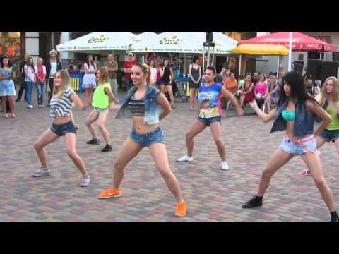 видео: Выступление группы Юли Пенч / Реггетон/ dance center