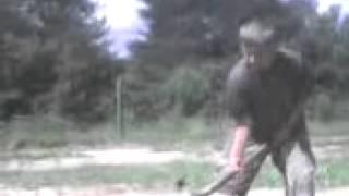 bosanac cijepa drva i psuje boga