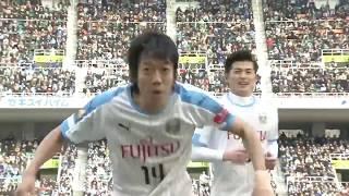 左の斜め後方からクロスが入り、ゴール前に飛び出した中村 憲剛(川崎F...