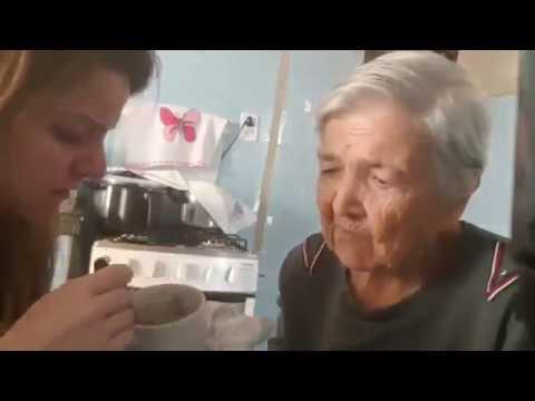 #Viral Abuelita con Alzheimer recobra temporalmente la memoria, reconoce a su nieta.