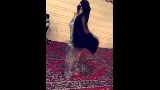 رقص على شيله والجسم روعه 😫😫😫