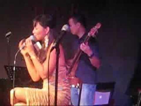 "SITTI (MyBossaNova) - ""O Pato/BimBom/So Danco Samba"" Live!"