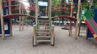 Где погулять с ребенком в Киеве. Аварийная детплощадка в парке на Мартиросяна