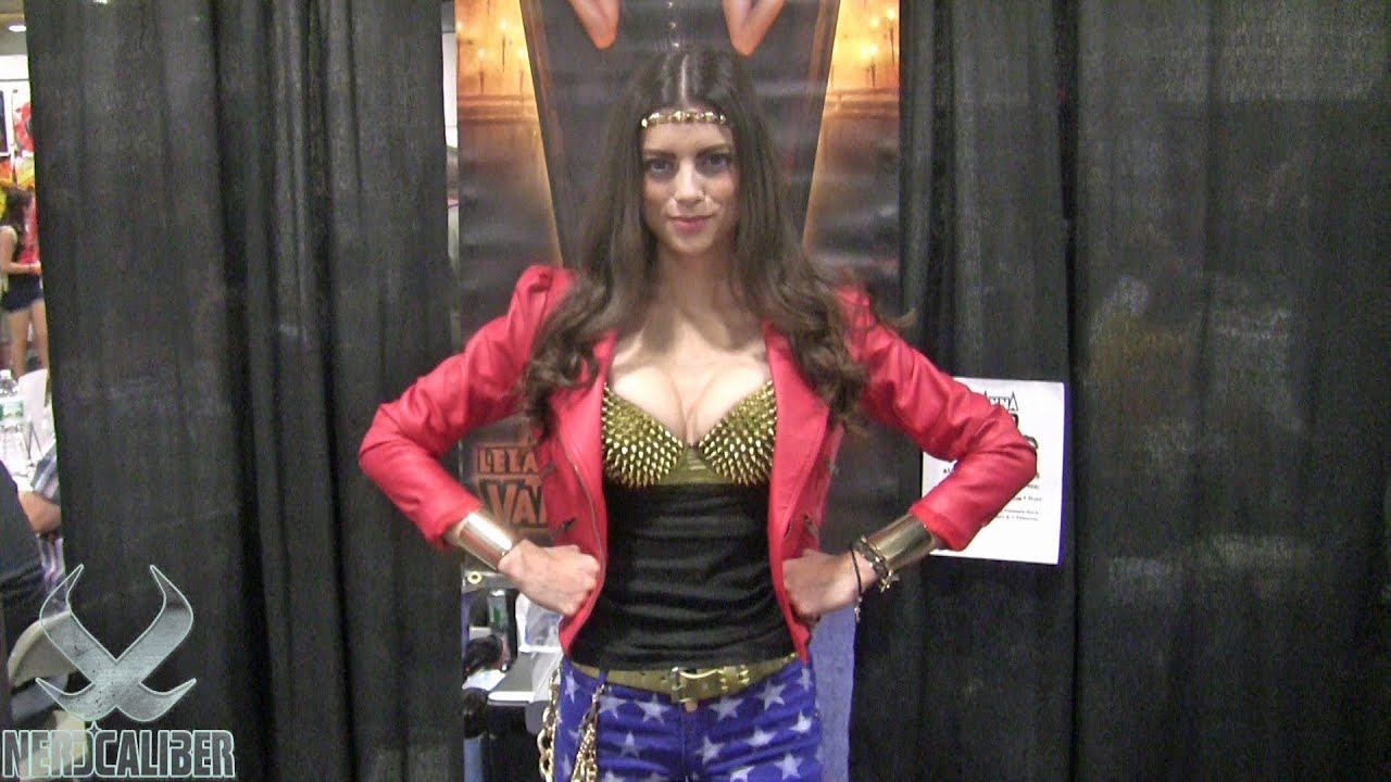 LeeAnna Vamp Sexy Trek Bunny at Comic-Con 2014 (full