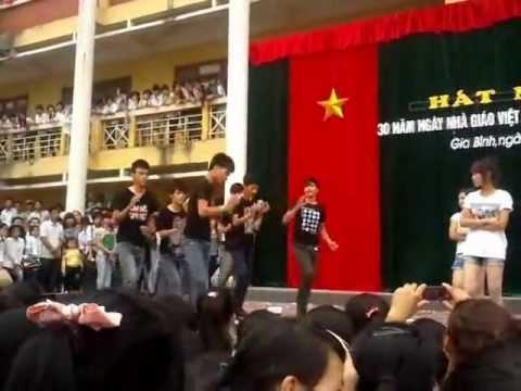 THPT Lê Văn Thịnh 11a10 GangNam Style Full
