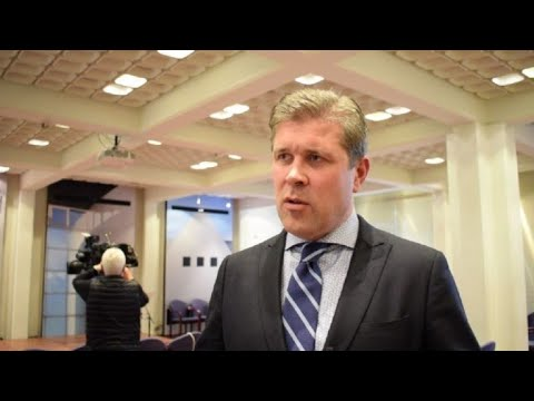 Iceland PM calls for snap election after government falls