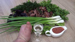Шашлык из печени в беконе, томатный соус с базиликом, можно приготовить дома, можно на мангале