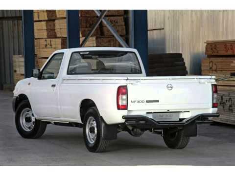 2015 NISSAN HARDBODY NP300 2.0 BASE + FLEET + BUCKET SEATS Auto For Sale On Auto Trader South Africa