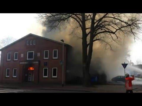 Feuer: MTV-Turnhalle in Winsen (Luhe) brennt (1)