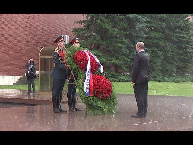 Putin caught in heavy rain during ceremony marking start of Great Patriotic War