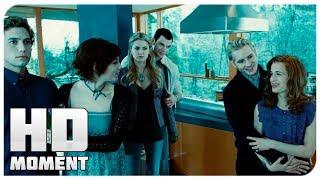 Эдвард знакомит Беллу со своей семьей - Сумерки (2008) - Момент из фильма
