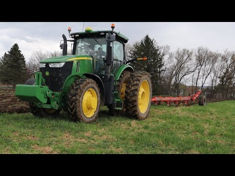 7290R Plowing With The Kuhn 7 Bottom Plow