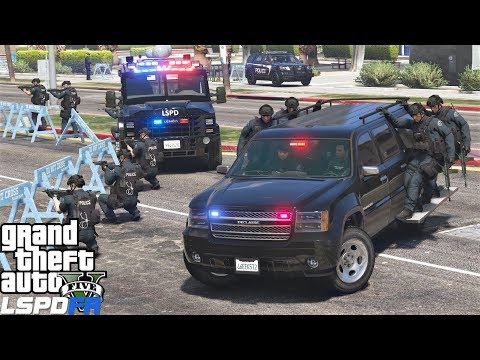 GTA 5 LSPDFR 0.4.1 #715 SWAT Responding To Police Station Attack While Hanging On The Side Of Trucks