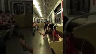Пьяная баба хочет секса в метро
