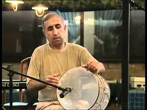Виртуоз играет на барабане