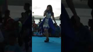 Azizah Maumere menyanyikan lagu BUTON