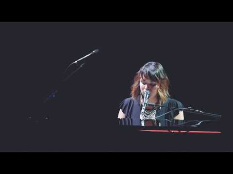 Norah Jones – Black Hole Sun (Detroit Fox Theatre 5.23.17)