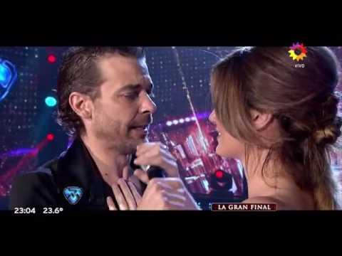 Los besos de Pedro Alfonso a Paula Chaves y Marcelo Polino!