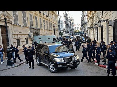 القضاء الجزائري يفتح ملف تمويل حملة بوتفليقة من طرف رجال أعمال مقابل امتيازات…  - نشر قبل 55 دقيقة