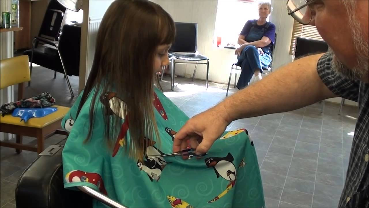 Sweet little girl get 39 s a hair cut and sings youtube for A little off the top salon