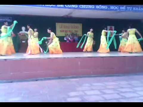 Múa lụa - Khai giảng năm học 2012-2013 - THPT Yên Lạc