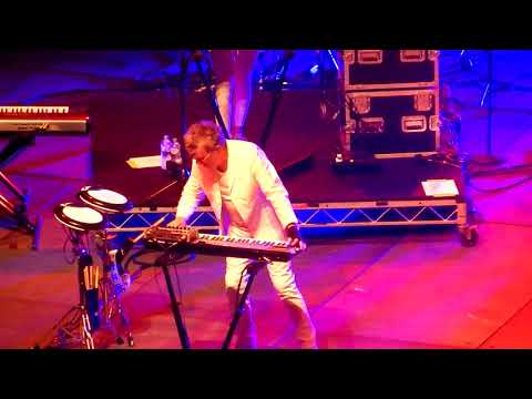Thompson Twins (Tom Bailey) sings a new version of King For A Day in Sydney 2017 [fancam] mp3