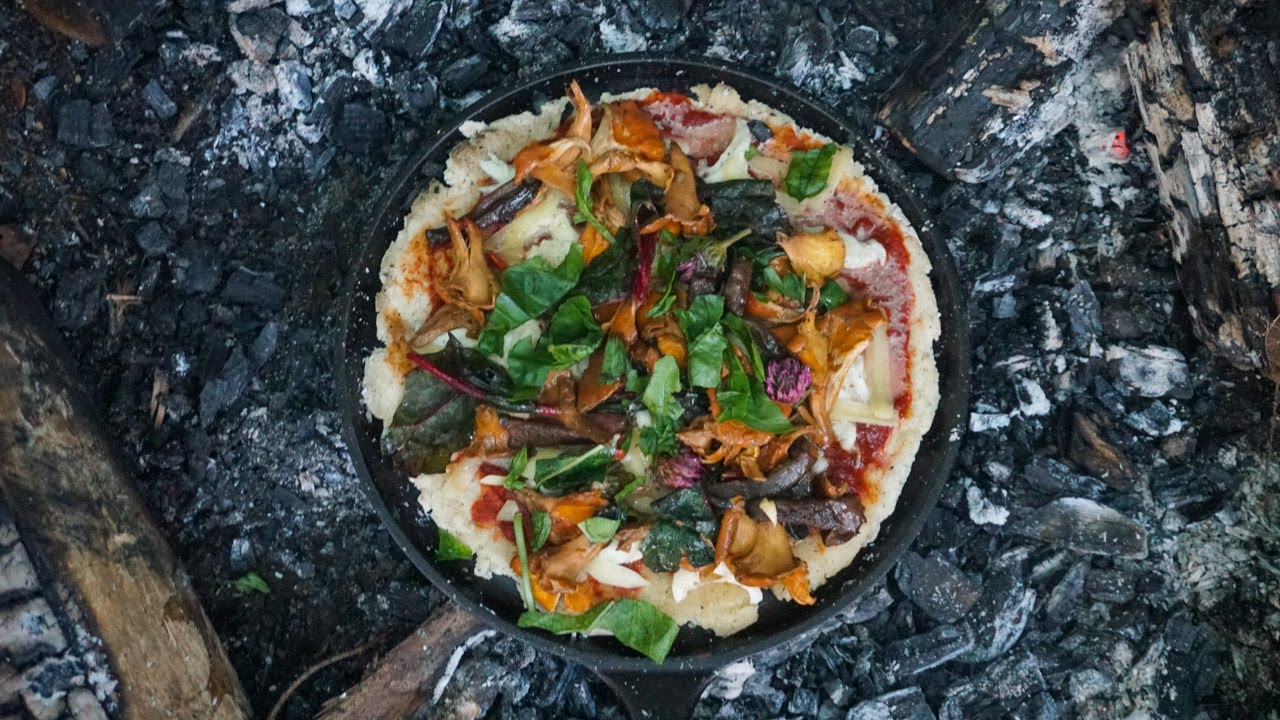 Chanterelle and Beefsteak mushroom Pizza. Foraging and Bushcraft cooking wild edible mushrooms.