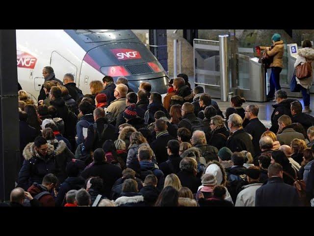 <span class='as_h2'><a href='https://webtv.eklogika.gr/gallia-cheirofreno-stin-chora-logo-asfalistikoy' target='_blank' title='Γαλλία: «Χειρόφρενο« στην χώρα λόγω ασφαλιστικού'>Γαλλία: «Χειρόφρενο« στην χώρα λόγω ασφαλιστικού</a></span>