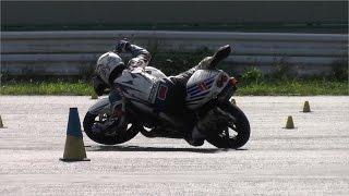 MotoGymkhanaトップライダーの転倒回避術