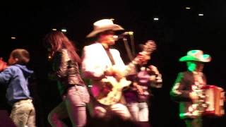 Los Charros de Lumaco en Curanilahue fans locas en escenario