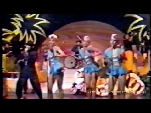 SoMeTHinG WrOnG iN PaRaDiSe - Island Festive Version (London TV)