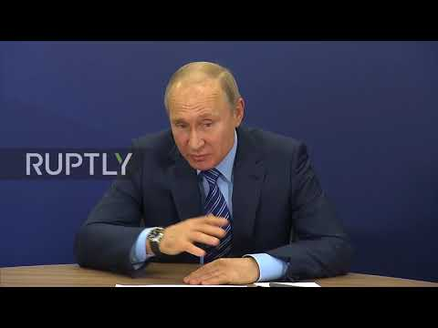 Russia: Putin visits his election campaign headquarters in Moscow