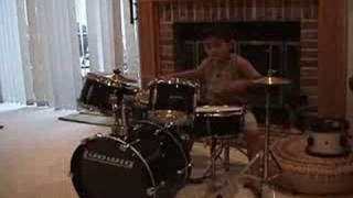 Baixar 3 year old on drums video- Raghav