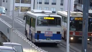 次々とバスが出入りする広島バスセンターの様子