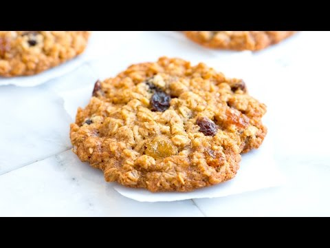 How To Make Soft And Chewy Oatmeal Raisin Cookies - Oatmeal Cookie Recipe