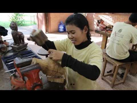 Cambodian crafts and traditional Khmer art at Siem Reap, Artisans d'Angkor