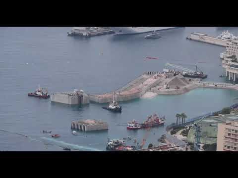 Monaco land extension : the amazing installation of the protective belt made of 18 caissons
