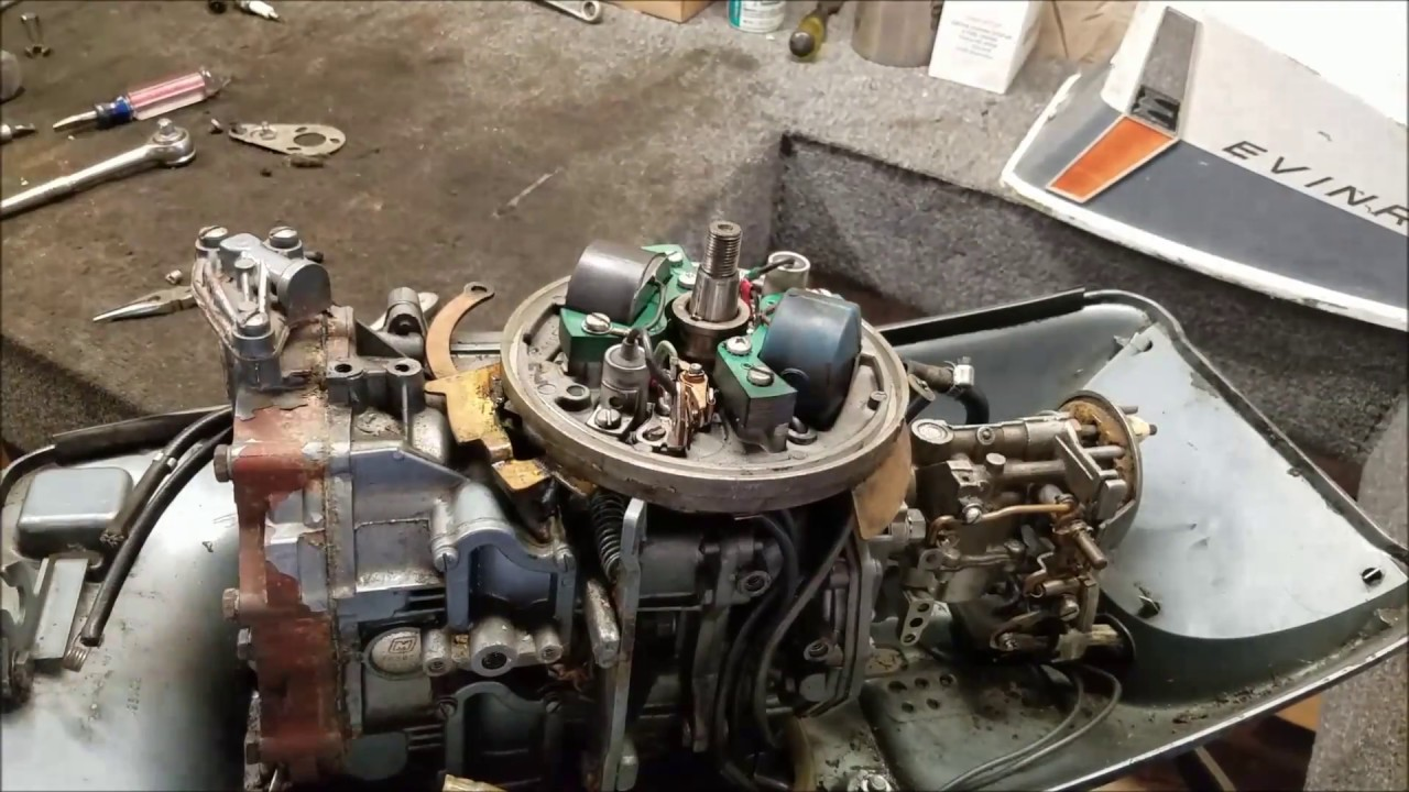 1963 Evinrude 10 HP Powerhead & Components Removal