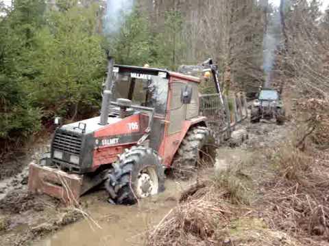 Valmet plante dans la boue youtube for 4x4 dans la boue